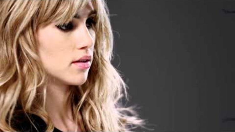 Watch Suki Waterhouse Showcase The Babylights Hair Color Trend - Redken
